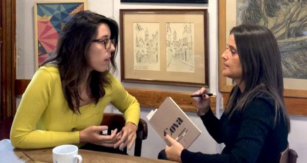 Anna Fernández y Cristina Redondo xerrant sobre Cova, Editorial Fonoll, primer poemari de l'Anna Fernández